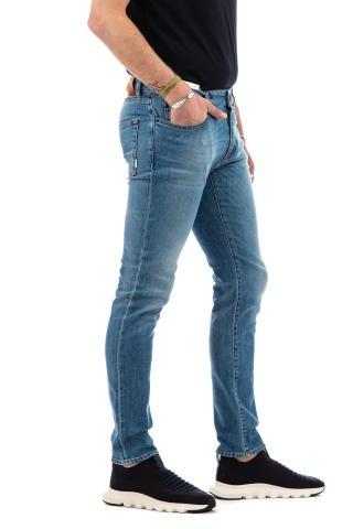 Jeans denim lavaggio chiaro etichetta pelle marrone