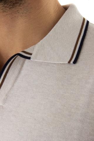polo in fine cotone con profili in contrasto